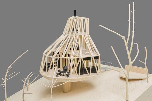 Nepravidelný tvar stavby je rozložen do rovinných trojúhelníkových ploch, které zajišťují statickou tuhost dřevěné konstrukce, jež byla kompletně připravena na počítači, vyřezána na 3D fréze a poté sestavena na místě jako stavebni