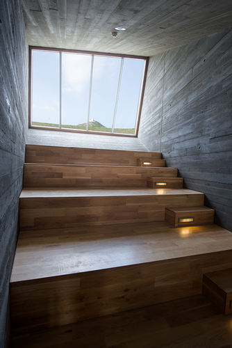Výhled na ikonickou dominantu Pálavy vtažený do interiéru.