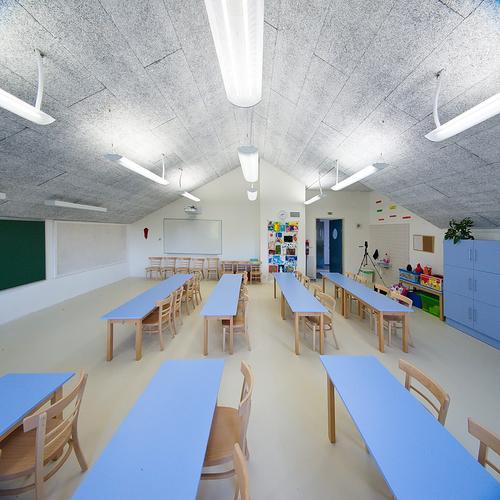 Velká učebna ve 3. NP původní školní budovy; jednotlivé učebny jsou vybaveny odlišně s ohledem na tvar, velikost a orientaci ke světovým stranám a umožňují variabilní uspořádání.