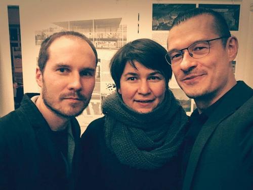 zleva: Filip Landa (nový šéfredaktor), Zuzana Sankotová Morávková (odstupující šéfredaktorka), Osamu Okamura (bývalý dlouholetý šéfredaktor)