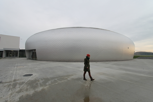 Sportovní hala v Dolních Břežanech od ateliéru Sporadical.
