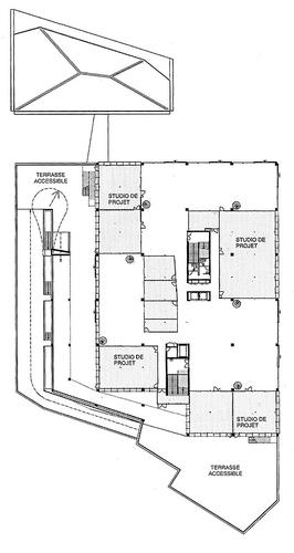 Půdorys úrovně 2A; šedě jsou vyznačeny prostory sdefinovaným programem, bíle jsou volně uzpůsobitelné prostory; zdroj: archiv autora.