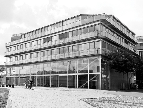 Za vším sklem aocelí skrývá nová škola architektury na břehu Loiry vNantes chladnou monumentalitu; foto: Valéry Didelon, 2011.