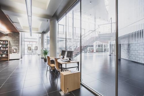 Mediateka 21. století v Tychách; bezrámové vnitřní stěny se sklem POLFLAM BR s požární odolností třídy EI 60 zamontované na několika podlažích mají délku až 40 m.