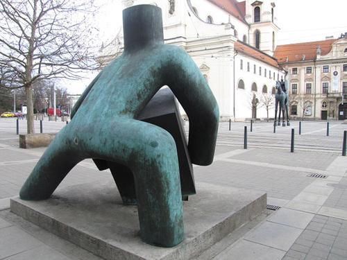 Alegorie spravedlnosti od Maria Kotrby na Moravském náměstí; zdroj: archiv autorky.