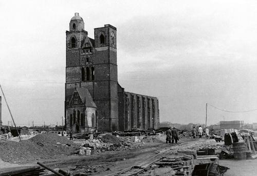 Vybombardovaný kostel sv. Jana vMagdeburgu, kolem roku 1946; foto: archiv Karla Kroupy.