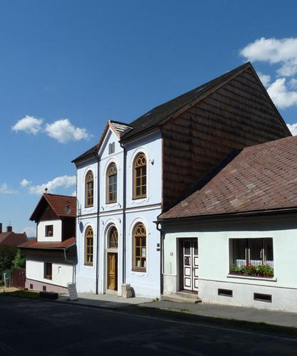 Synagoga vHartmanicích; foto: Jitka Erbenová,  Wikimedia Commons.