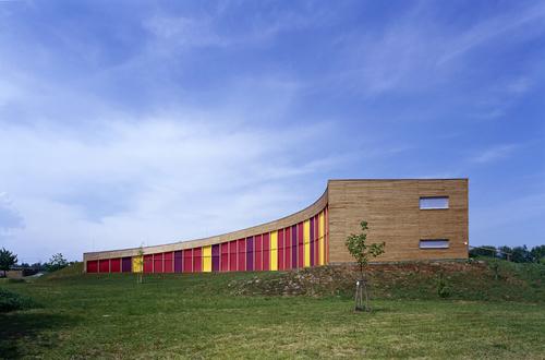 R. Brychta, A. Halíř, O. Hofmeister, P. Lešek / Projektil architekti: Středisko ekologické výchovy Sluňákov vHorce nad Moravou (soutěž 2003, realizace 2005–2007); foto:Andrea Thiel Lhotáková.
