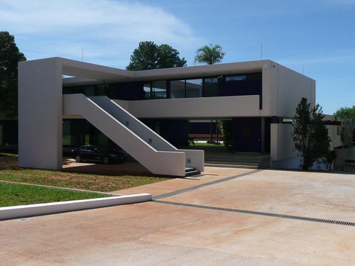 Československá ambasáda vBrasílii byla postavena vletech 1965–1974 podle projektu Karla Filsaka, Karla Bubeníčka, Jana Šrámka aJiřího Loudy; zdroj: archiv MH.