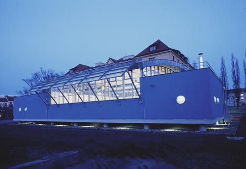 Rehabilitační bazén Jedličkova ústavu vPraze, 2002; zdroj: archiv Jiřího Lasovského ml.