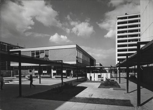 Pankrácká obchodní ulice inspirovaná rotterdamskou Lijnbaan, 1968; zdroj: archiv Jiřího Lasovského st.
