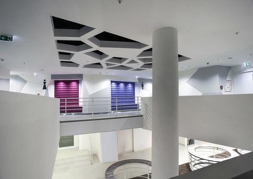Interiéry Cubexu jsou inspirovány českou kubistickou architekturou.