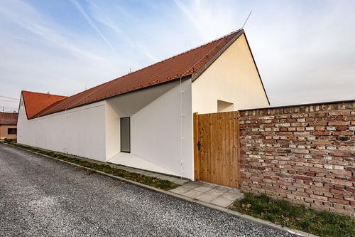 Atelier 6, AIR: rodinný dům v Blatnici pod Svatým Antonínkem; foto: Jiří Hurt.