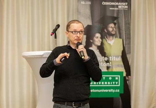 Architekt Petr Hájek na semináři Beton University v Praze; foto: Ondřej Hromádko.