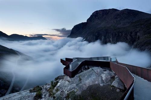 Reiulf Ramstad Arkitekter: Návštěvnické centrum Trollstigen, 2012; zdroj: Kruh.