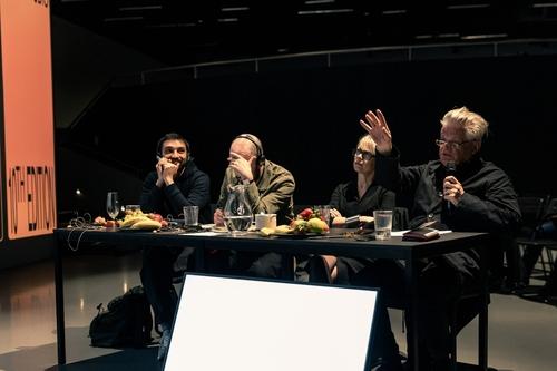 Finálová porota, zleva: Hikaru Nissanke, Jon Lopez, Pavla Melková, Miroslav Šik; foto: Radek Úlehla.