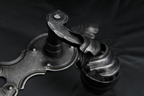 Společnost Cobra dodává i kliky vhodné k rekonstrukcím historických objektů.