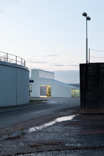 Investor spolupracoval sJiřím Weinzettlem již při výstavbě bioplynové stanice před deseti lety; na základě této zkušenosti ho přizval ike stavbě dílen.