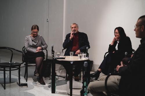 Diskuze Svobodná architektura? NG Praha, 4. 10. 2019; zleva: Lenka Burgerová, Petr Kratochvíl, Yvette Vašourková, Osamu Okamura; foto: Viktor Šorma.