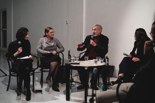 Diskuze Svobodná architektura? NG Praha, 4. 10. 2019; u mikrofonu Petr Kratochvíl; foto: Viktor Šorma.