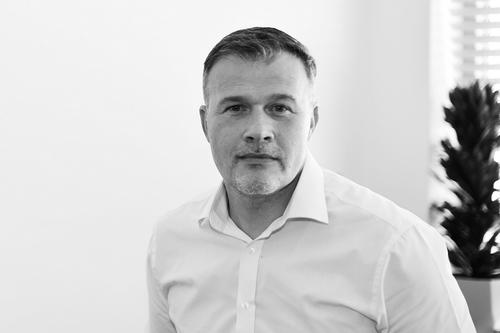 Ovývoji stavebního trhu aroli automatizace vrezidenční výstavbě jsme hovořili spanem Patrikem Háchou ze společnosti Somfy.
