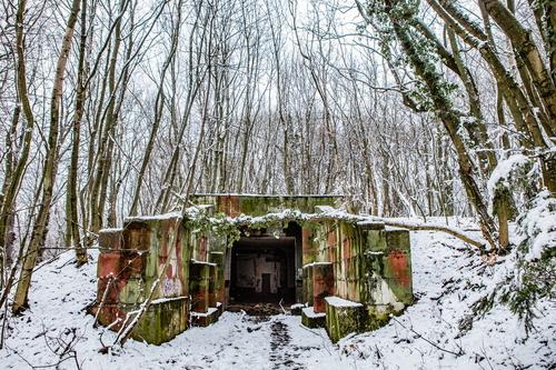 Vojenské objekty v areálu raketové základny; foto: Peter Petergáč.