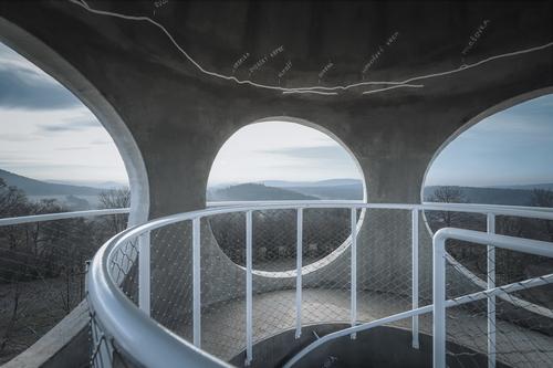 Impozantní výhled kruhovými okny přesvědčí ipochybovačné návštěvníky; foto: Matěj Chabera.