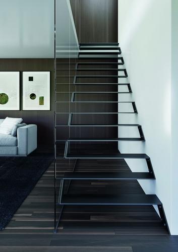 Třmenové schodiště ULTRA s celoskleněným zábradlím; zdroj: JAP FUTURE.